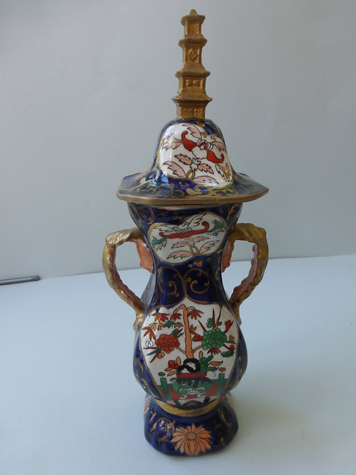 19THC MASONS STYLE VASE AND COVER WITH SPIRE FINIAL IN CHINESE TASTE