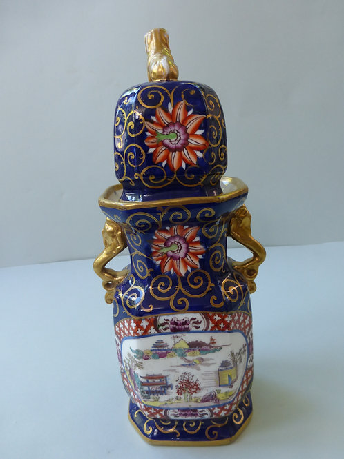 19THC MASONS STAYLE VASE AND COVER CHINESE TASTE