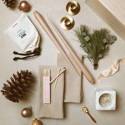 geschenkbox-dinner-soiree-flatlay-candle