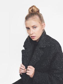 Modèle en manteau de la laine