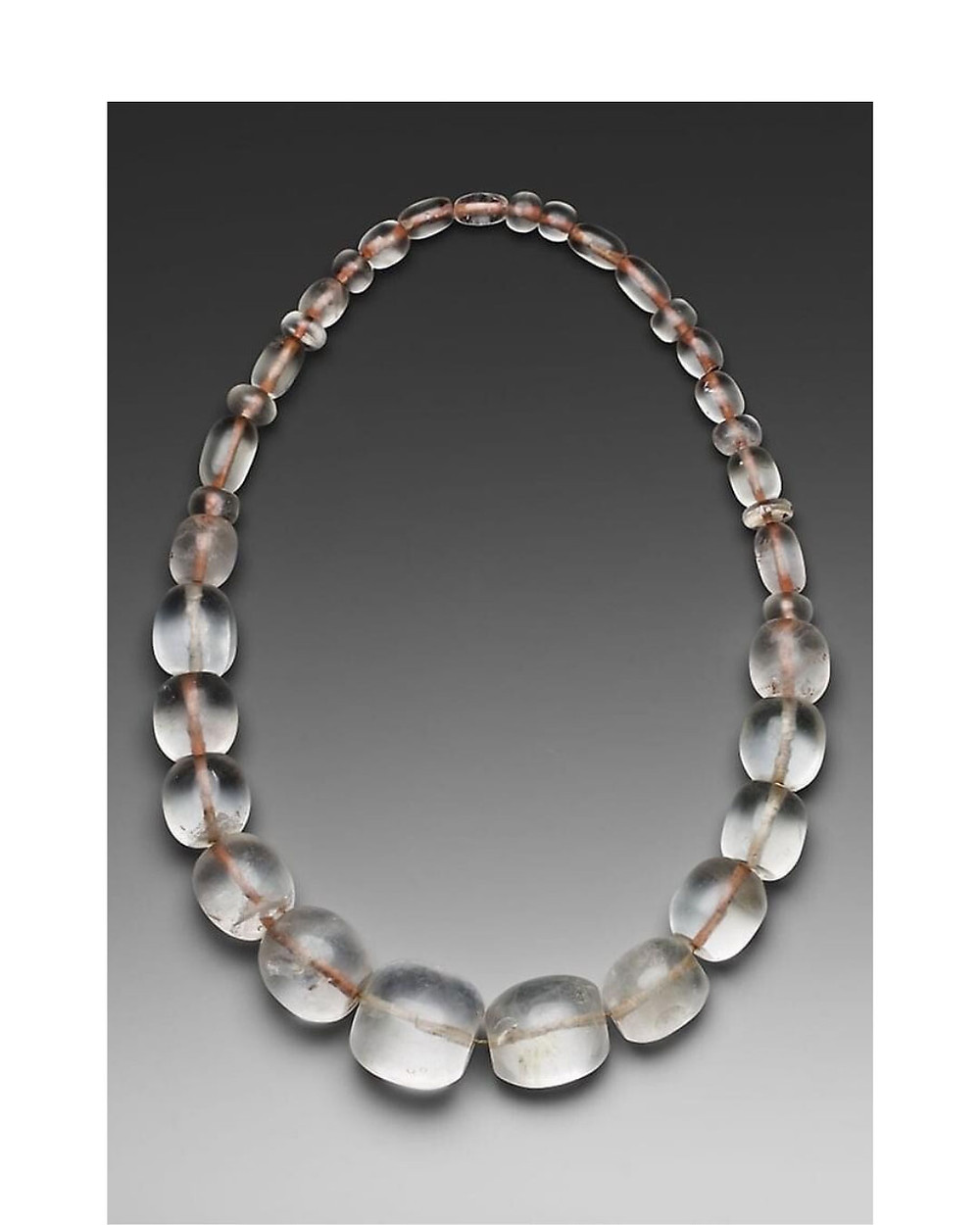 Collier en cristal de roche. Chavin, Chavin de Huantar, Perou. Art Institute of Chicago