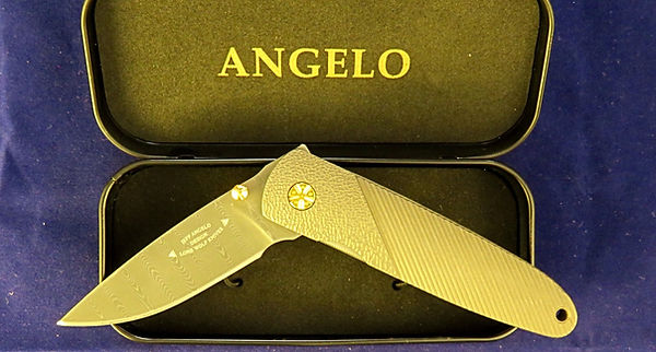 Lone Wolf Angelo fluted folder.