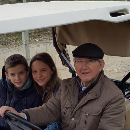 Francesco Orsolani con i nipoti Martina e Giulio