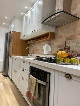 Cozinha retrô com pintura lacca