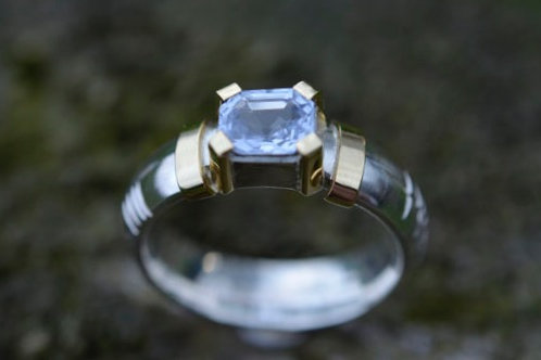 CYLON SAPPHIRE SILVER RING WITH YELLOW GOLD DETAIL