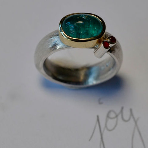 APATITE AND CARNELIAN RING
