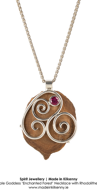 NECKLACE WITH OAK DISK AND TRIPLE SPIRAL