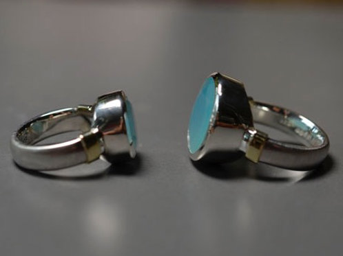CHALCEDONY RING WITH GOLD SHOULDERS