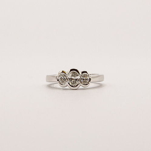 Trilogy Ring in White Gold with 3 Oval Brilliant Cut Diamonds