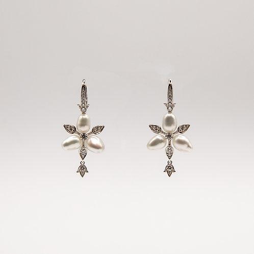Arranged Triangle Peal Earrings with Diamonds