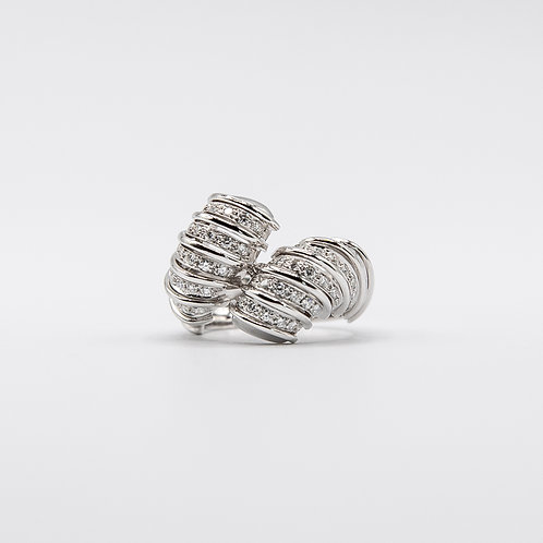 Contrarié Ring in White Gold with Diamonds