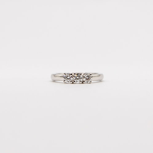 Trilogy Ring in White Gold with 3 Brilliant Cut Diamonds