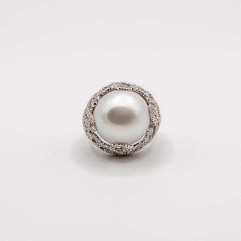 20mm Australian South Sea Pearl Ring with VVS E Round Brilliant-Cut Diamonds