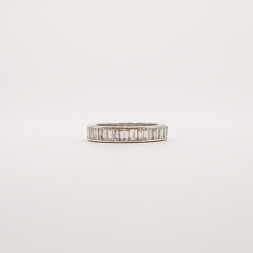 Veretta Ring in White Gold  Surrounded with Baguette-Cut Diamonds