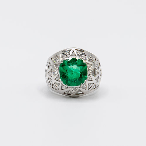 Hand- Engraved Unique 3ct Emerald Ring in White Gold with Triangle Cut Diamonds