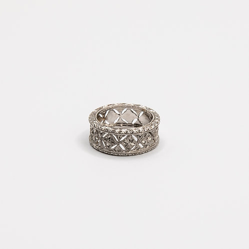 Hand-Engraved White Gold Ring with Diamonds