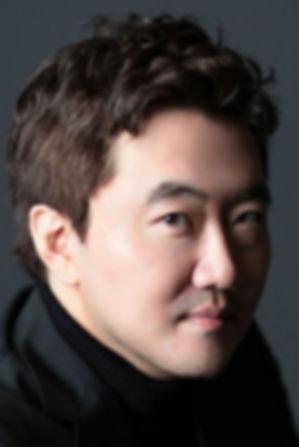 Yun.H.Headshot.JPG