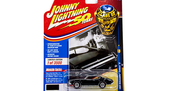 Johnny Lightning 1969 Oldsmobile Cutlass