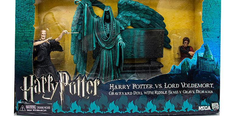 Harry Potter vs Lord Voldemort Graveyard Duel Diorama
