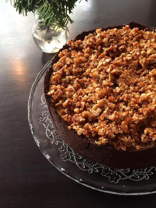 karamelový dort s praženými ořechy