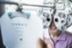 Durante l'analisi oculare avanzata, il medico chirurgo specialista di refrattiva ed il nostro staff tecnico svilupperanno un programma specifico per te
