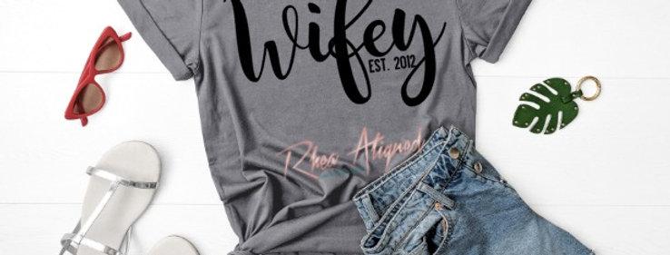 Wifey Est. Curvy T-Shirt