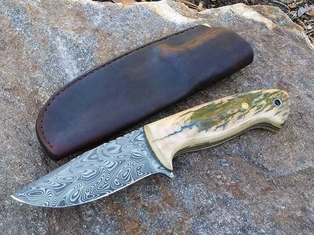 Simple pouch sheath done with belt loop!  This one is ready to fly!  #screechowlknives #custom #hunter #outdoors #whitetail #skinner #mammot