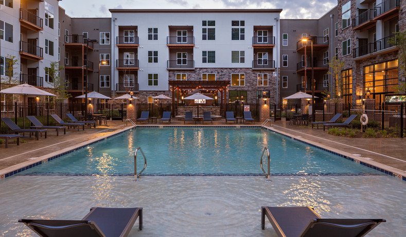 Pool_nightshot.jpg