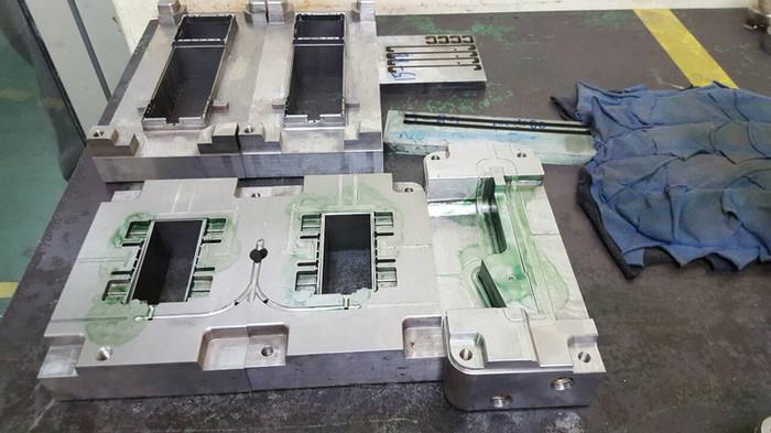 樹脂成形用金型の設計・製造。樹脂成形加工、2色成形。試作から量産までお任せ下さいmold desing, mold fabrication, mold testing in Thailand