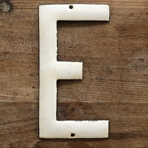 Lettre émaillée E