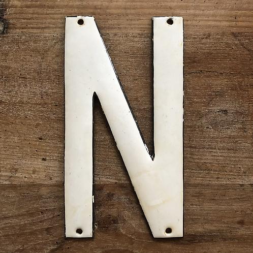 Lettre émaillée N