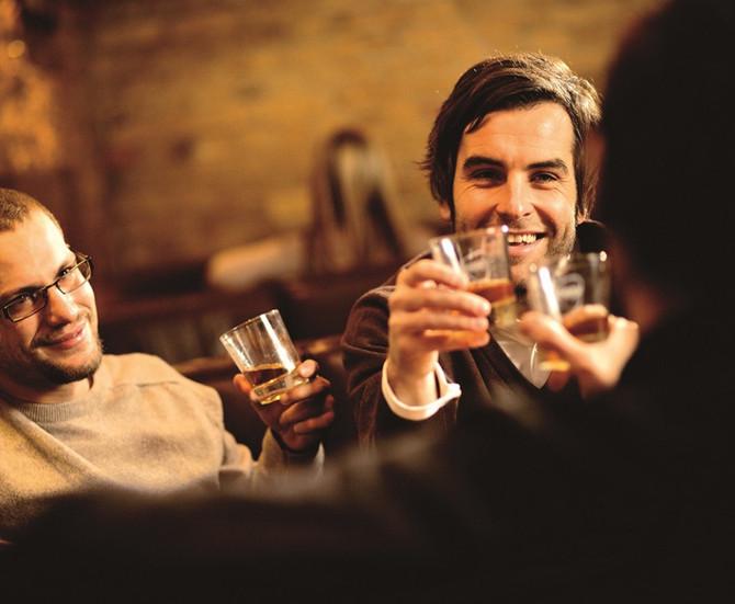 QUATRO DRINKS FACÍLIMOS COM WHISKY PARA APRENDER JÁ