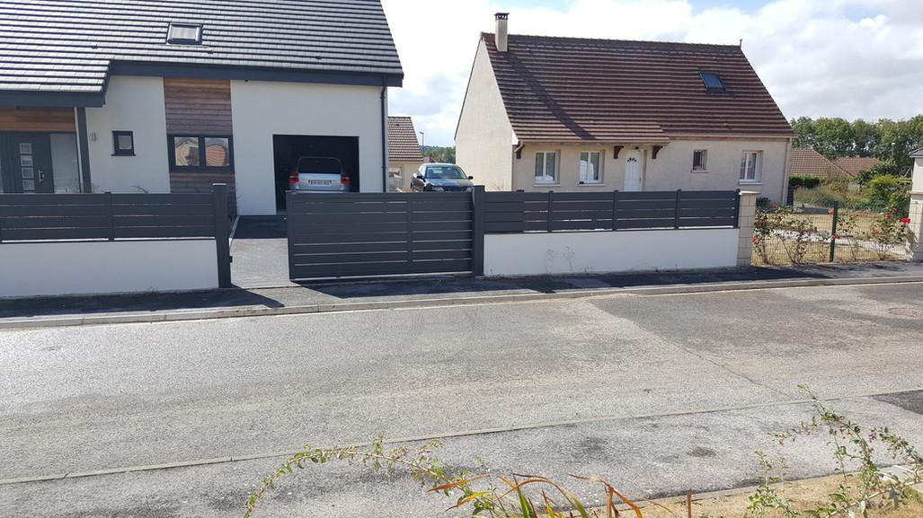Portail coulissant modèle Maez et sa clôture de chez Cadiou