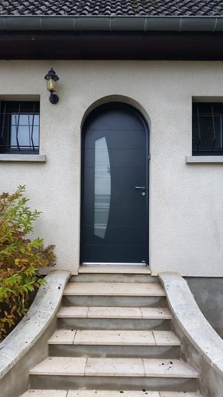 Porte d'entrée mixte bois / alu Bel'm, modèle VIRGULE.