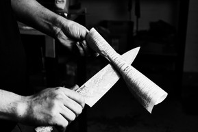 What makes a sharp knife cut