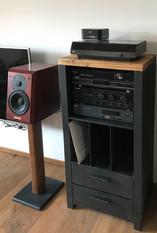 masiv a kov - hifi skříňka s dubovou des
