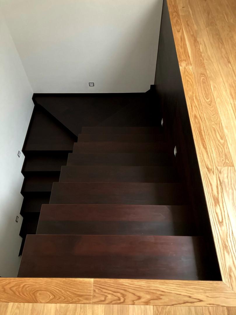 bukové schody a pohled svrchu.jpg