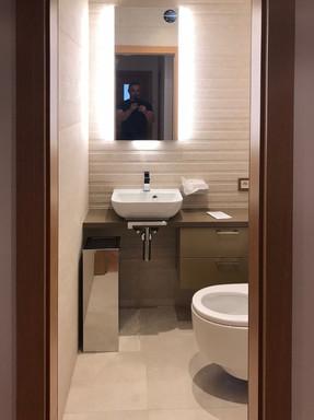 písečná koupelna a samostatné wc Geberit