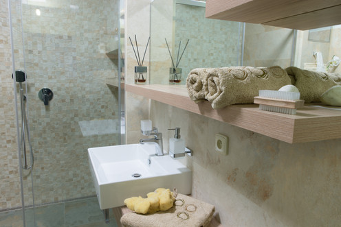 cestovatelova koupelna se sprchou.jpg
