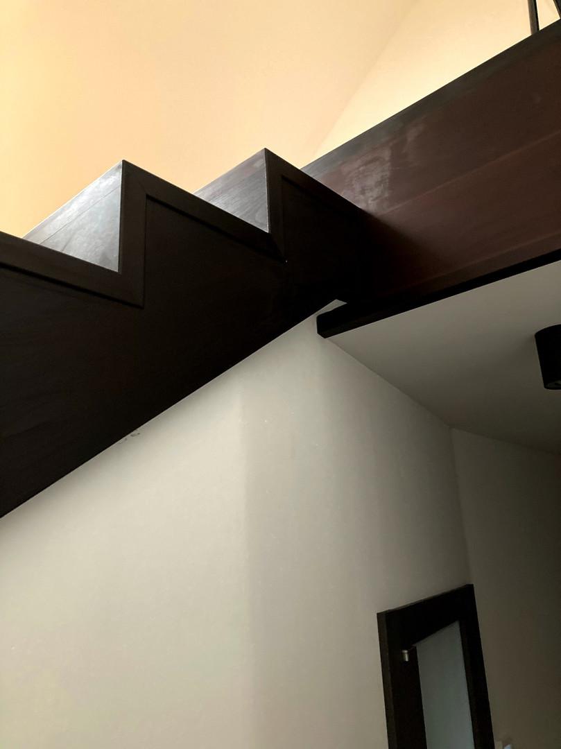bukové schody a pohled do podkroví.jpg