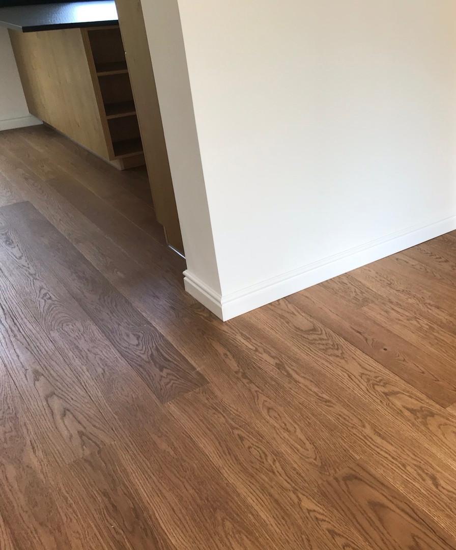 dubová podlaha rustik odstín bez suků.jp