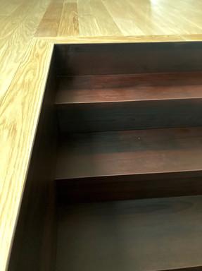 bukové schody a napojení s dubovou podla