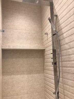 písečná koupelna s kamenickými rohy na v