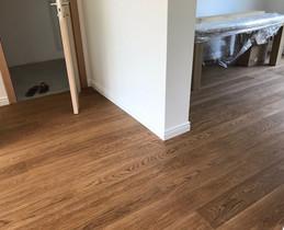 dubová podlaha rustik olej bez suků.jpg