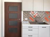 oranžová kuchyně s novými dveřmi.jpg
