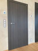 černohnědé bezfalcové dveře.jpg