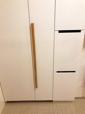 bílý byt a prádelní skříň v koupelně ukr