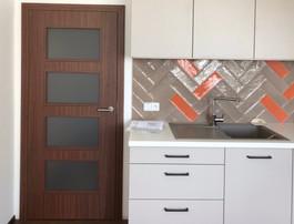 prosklené dveře v kuchyni.jpg