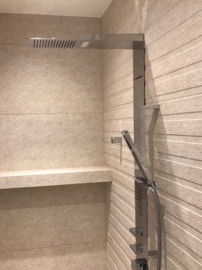 písečná koupelna s masážním sprchovým pa