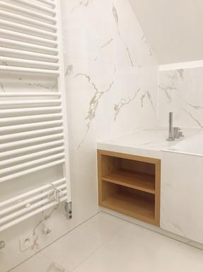 mramorová koupelna s tříotvorovou vanovo